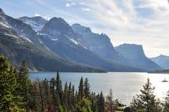 风景湖冰川国家公园 免版税库存照片