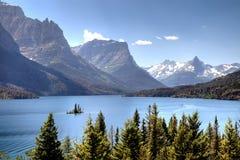 风景湖的山 免版税库存照片