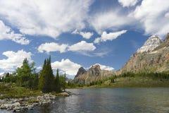 风景湖的山 库存照片