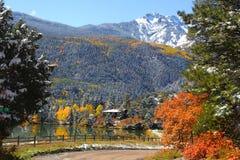风景湖的山 免版税图库摄影