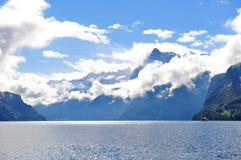 风景琉森湖和山在瑞士刀子谷Brunnen环境美化 免版税库存图片