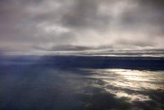 风景的空中照片和日本在一直舒展对天际的东京海湾附近沿岸航行在日出期间 库存图片