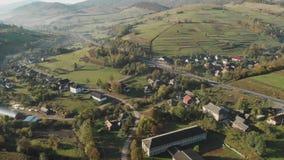 风景的鸟瞰图与小村庄的山的 影视素材