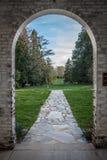 风景看法通过拱道 库存照片