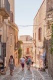 风景石头在西西里岛铺了埃里切街道,特拉帕尼省  免版税库存照片