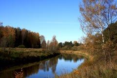 风景秋天的河 免版税库存照片