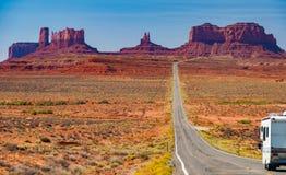 风景纪念碑谷风景rv campervan全景 免版税库存图片