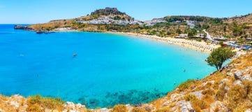 风景罗得岛海岛, Lindos海湾全景  罗得斯希腊 免版税库存图片