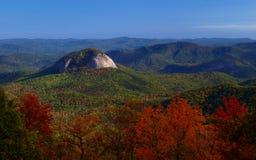 风景蓝色山的土坎 免版税库存图片