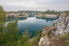 风景被充斥的矿的看法- Zakrzowek湖在克拉科夫,波兰 库存图片