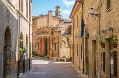 风景视域在乌尔比诺、城市和世界遗产名录站点在意大利的马尔什地区 库存图片
