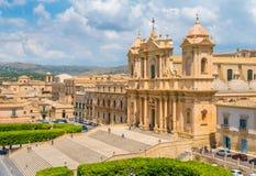 风景视域在有大教堂大教堂的Minore诺托 锡拉库萨省,西西里岛,意大利 免版税库存照片