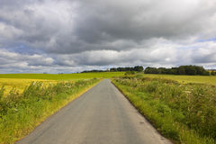 风景路和动乱的预兆 免版税库存照片
