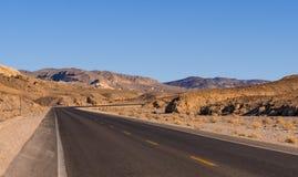 风景路在内华达-死亡谷国家公园沙漠  库存图片