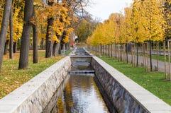 风景运河在下降时间的卡利柯治公园 免版税库存图片