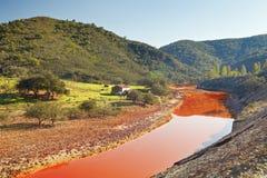 风景里约Tinto,韦尔瓦省,西班牙 免版税库存照片