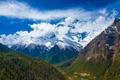风景雪山山脉自然观点 山迁徙的风景背景 没人照片 水平亚洲的旅行 免版税库存照片