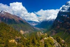 风景雪山山脉自然观点 山迁徙的风景背景 没人照片 水平亚洲的旅行 库存图片