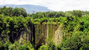 风景领域全景视图在山的 库存图片