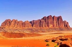 风景风景落矶山脉在瓦地伦沙漠,约旦 库存照片