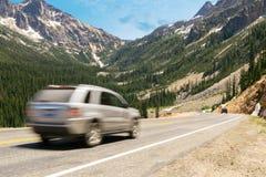 风景高速公路通行证通过小瀑布山 库存图片
