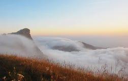 风景,薄雾海。 库存图片