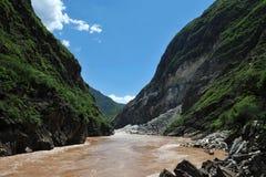 风景类别:飞跃峡谷的丽江,云南老虎 库存照片