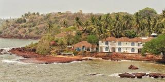 风景-在海滩附近的议院 库存图片