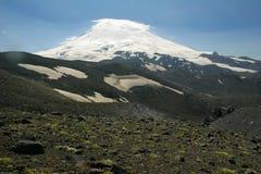 风景Elbrus关闭在一个晴天,风景接近近 图库摄影