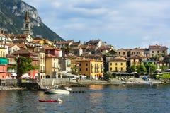 风景Lago二科莫-瓦伦纳村庄,在意大利北部 免版税图库摄影