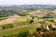 风景Langhe小山葡萄园 在巴罗洛,山麓,意大利,联合国科教文组织遗产附近的葡萄栽培 巴罗洛,Nebbiolo, 免版税库存照片