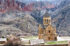 风景Novarank修道院在亚美尼亚 Noravank修道院在1205年建立了 它从耶烈万的122 km位于一道狭窄的峡谷 免版税图库摄影