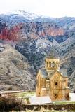 风景Novarank修道院在亚美尼亚 Noravank修道院在1205年建立了 它从耶烈万的122 km位于一道狭窄的峡谷 图库摄影