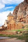 风景Novarank修道院在亚美尼亚 Noravank修道院在1205年建立了 它从耶烈万的122 km位于一道狭窄的峡谷 免版税库存图片