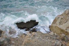 风暴和石头的海景 库存照片