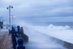 风暴布赖恩打击波斯考尔,南威尔士,英国 免版税图库摄影