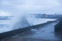 风暴布赖恩打击波斯考尔,南威尔士,英国 库存照片