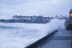 风暴布赖恩打击波斯考尔,南威尔士,英国 免版税库存照片