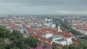 风暴移动在格拉茨市在春天的,从山的看法,都市风景奥地利 影视素材