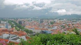 风暴顶面timelapse在小老城市在奥地利,云彩的移动,天气改变 影视素材