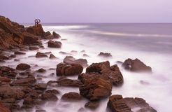 风派内县del比恩托山脉,圣・萨巴斯蒂安的海岸的梳子的雕塑  免版税库存图片