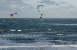 风筝冲浪者在Peniche葡萄牙 库存照片