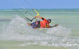 风筝冲浪 乐趣在海洋,极端体育 库存照片