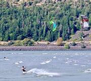 风筝和风帆冲浪者,哥伦比亚河,俄勒冈,美国 免版税库存照片