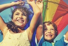 风筝海滩嬉戏的夏天飞行概念 免版税图库摄影