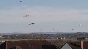 风筝腾飞在房子屋顶  股票录像