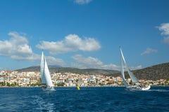 风船参加在希腊海岛群中的航行赛船会第12 Ellada秋天2014年在爱琴海 免版税图库摄影