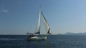 风船参加航行在希腊海岛群中的赛船会第20 Ellada秋天2018年在爱琴海 股票录像