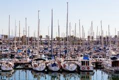 风船和帆船在巴塞罗那 免版税图库摄影