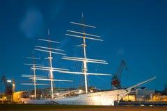 风船在博物馆论坛Marinum的Suomen Joutsen关于威严的夜 芬兰土尔库 免版税库存照片
